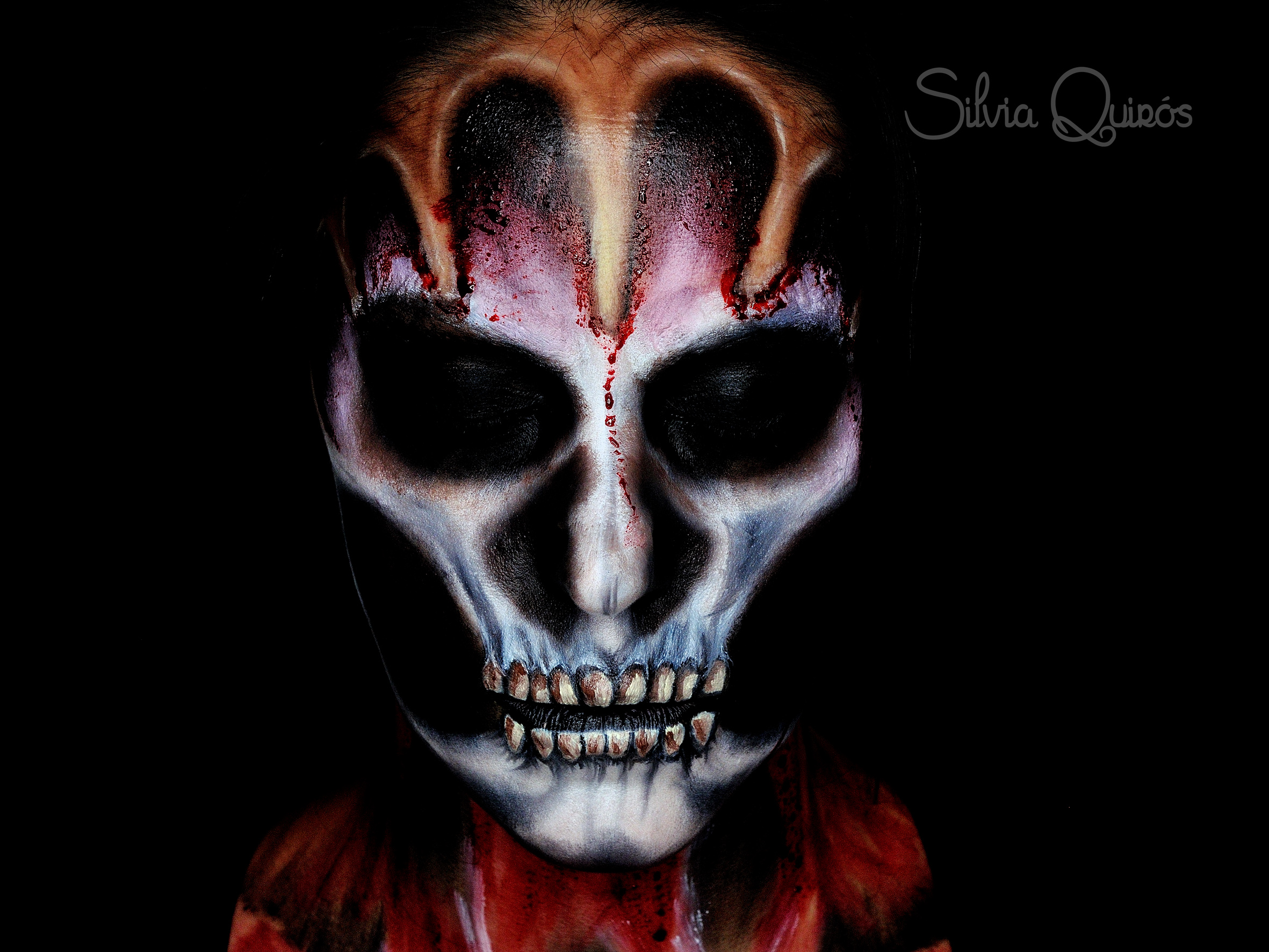 Maquillaje calavera con piel estirada
