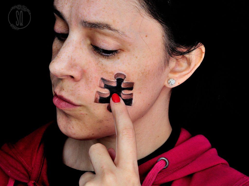 Pieza de puzzle en la cara, ilusiones ópticas